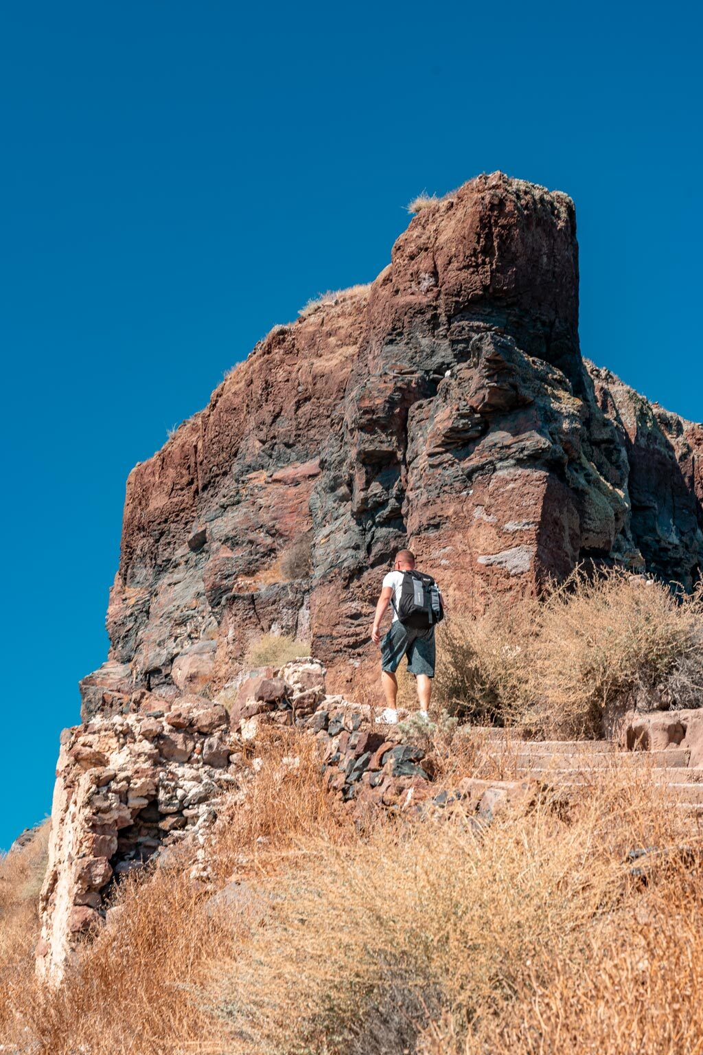 Hiking to Skaros Rock Imerovigli