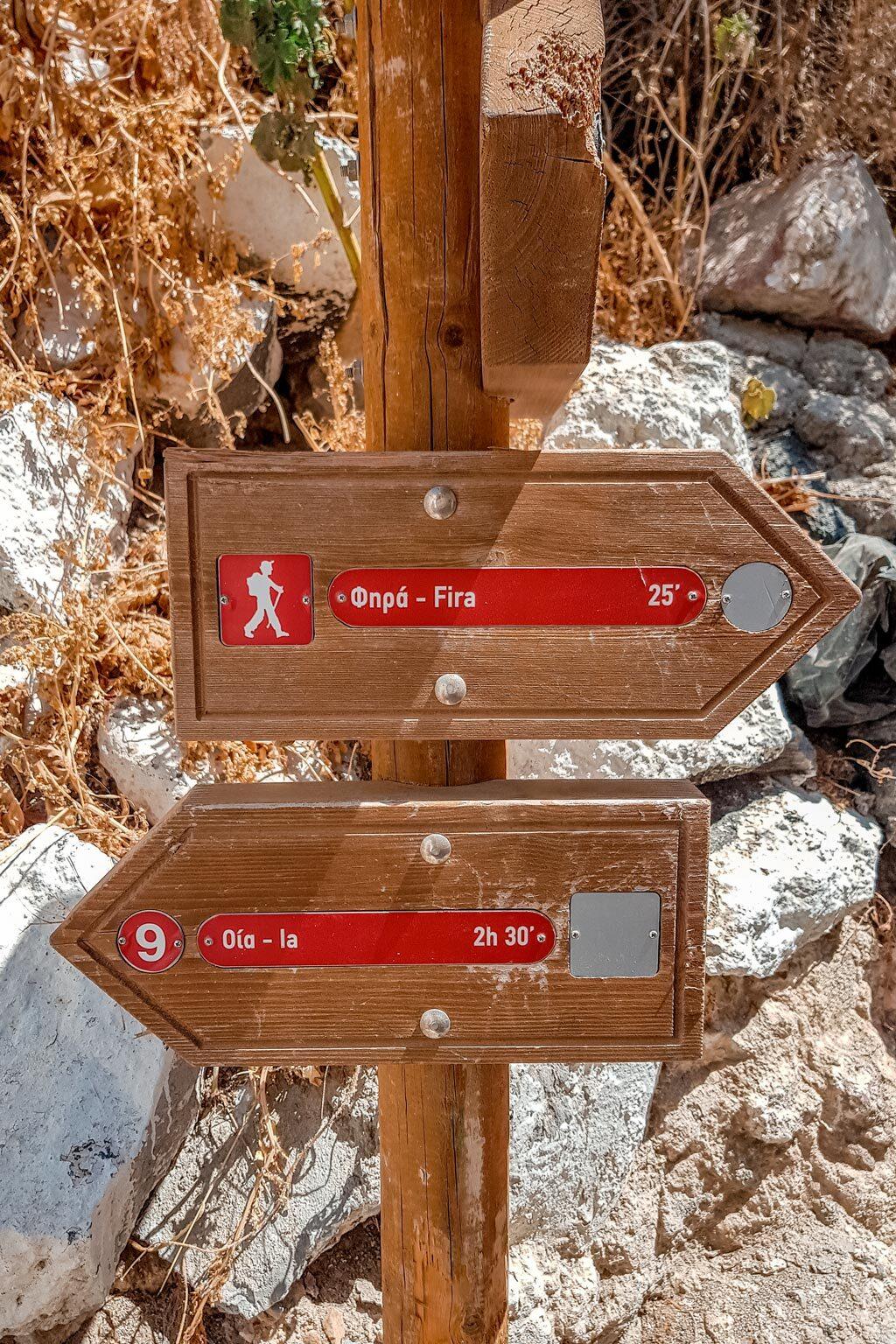 Hiking Signpost Oia to Fira