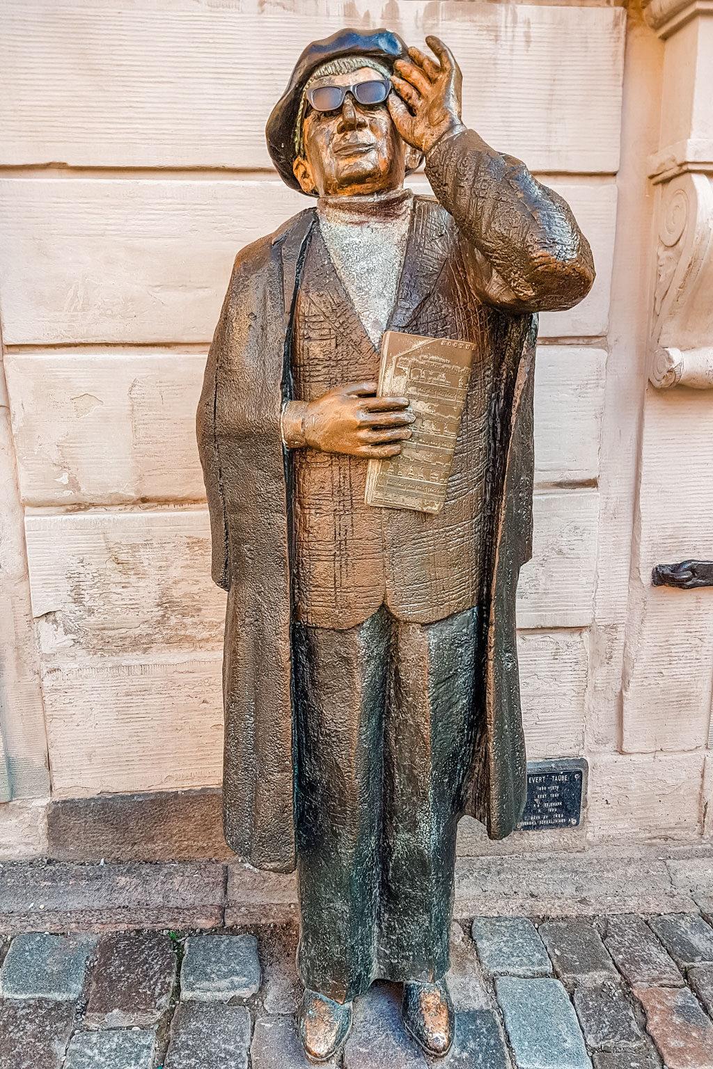 Statue of Evert Taube