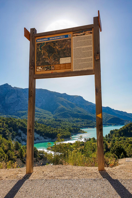 Beniarda and Benimantell walking trail sign