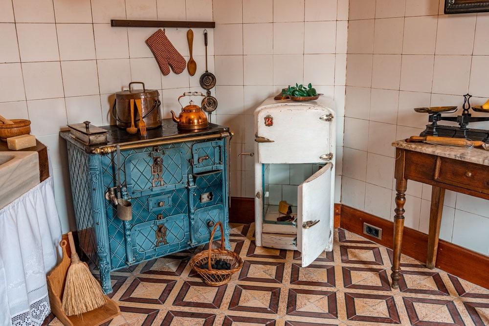 Interior of Casa Botines - Kitchen