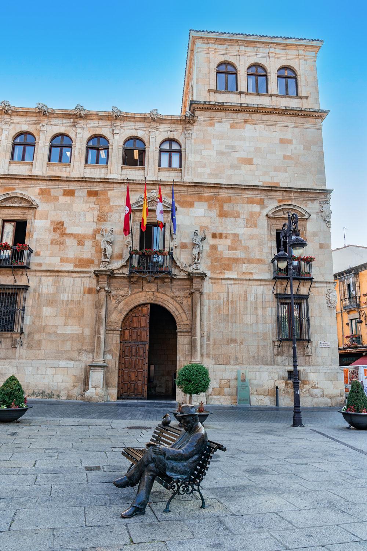 Los Guzmanes Palace