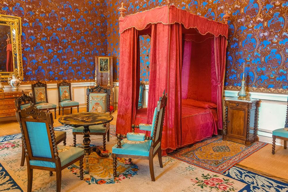 Royal bedroom at the Palace