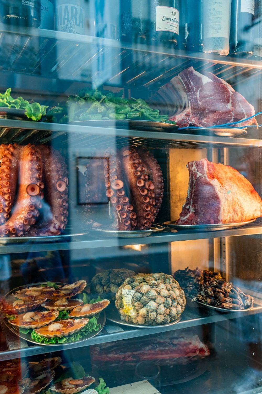 Seafood restaurant window at Santiago de Comostela