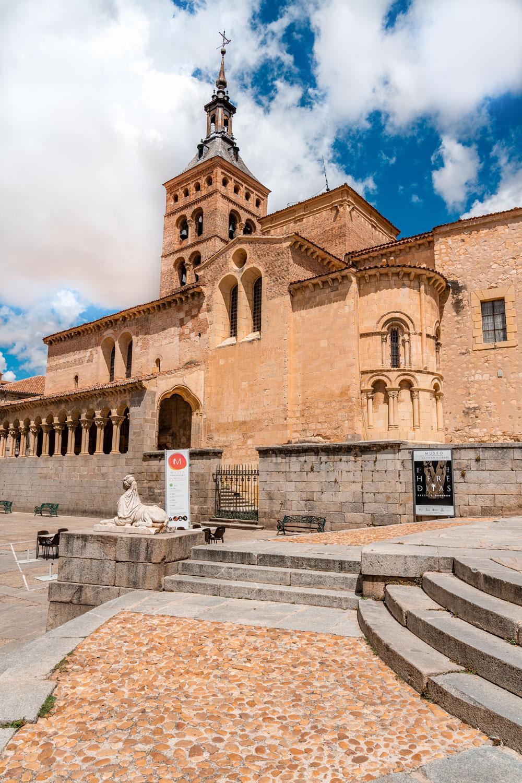 Medina del Campo square and medieval church San Martin