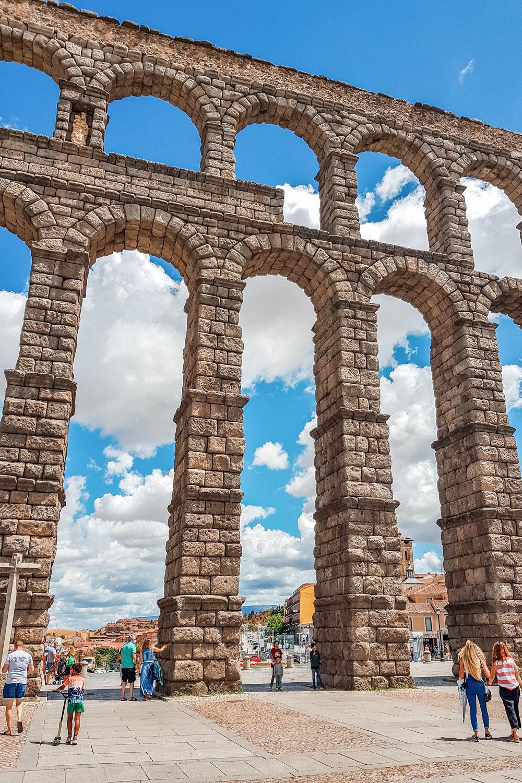 Segovia Travel Guide - Famous Roman Aqueduct