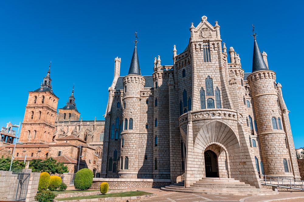 Palace of Gaudì Astorga and Cathedral