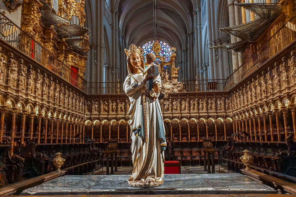 White Virgin and Toledo Cathedral Choir